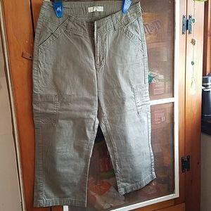 Womans  Capri Cargo Pants Lee Riders Size 5M
